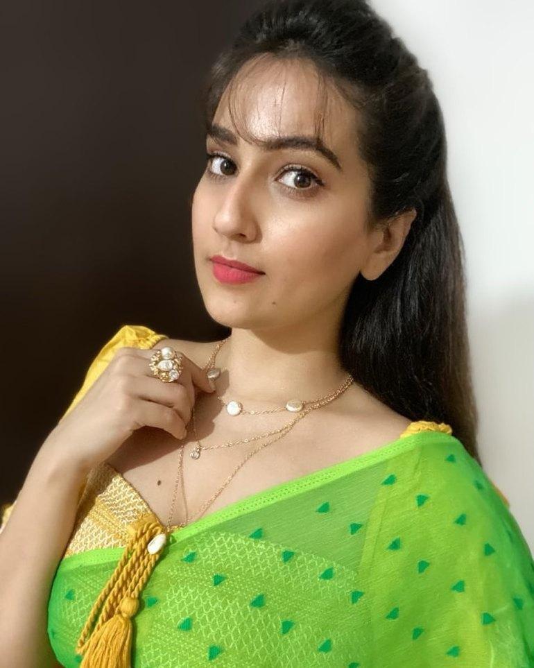 Manjusha Rampalli (Anchor Manjusha) Wiki, Age, Biography, Movies, and Stunning Photos 116