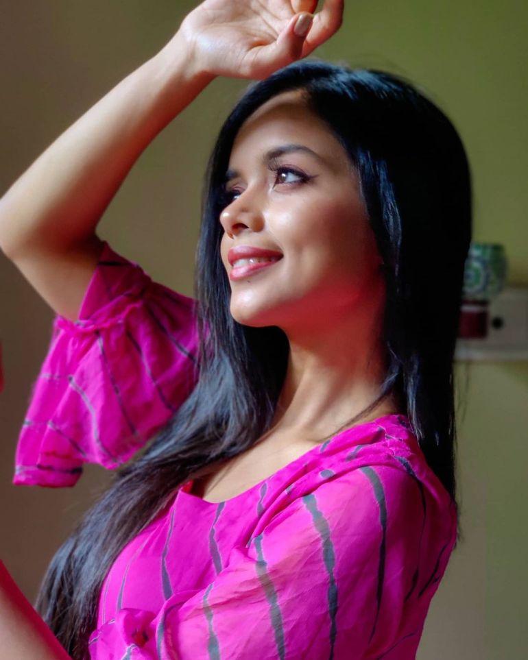 18+ Beautiful Photos of Megha Ray 107
