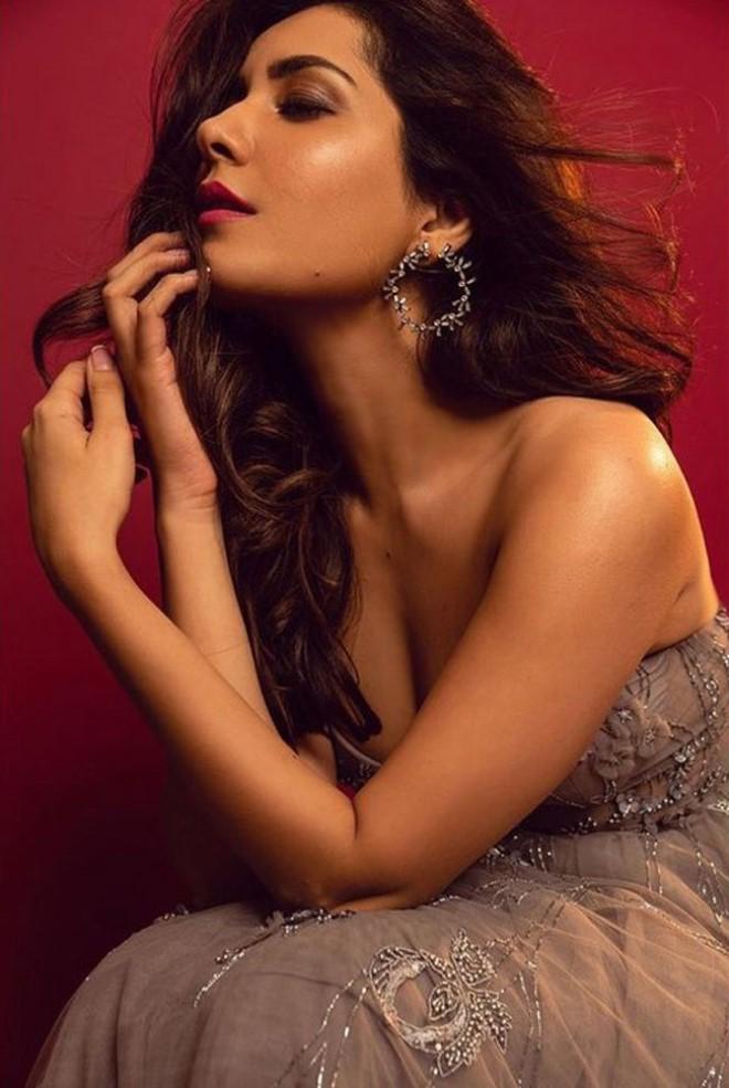 Raashi Khanna Wiki, Age, Biography, Movies, and Beautiful Photos 111