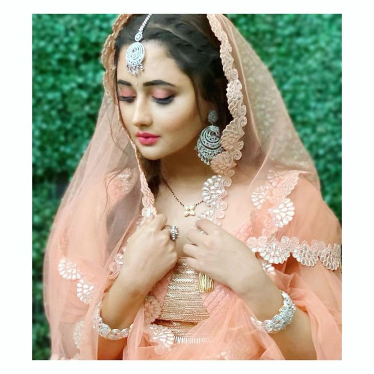 Rashmi Desai Wiki, Age, Biography, Movies, and Beautiful Photos 115