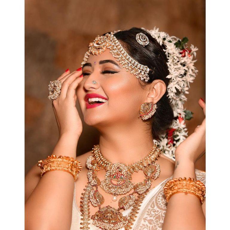 Rashmi Desai Wiki, Age, Biography, Movies, and Beautiful Photos 120