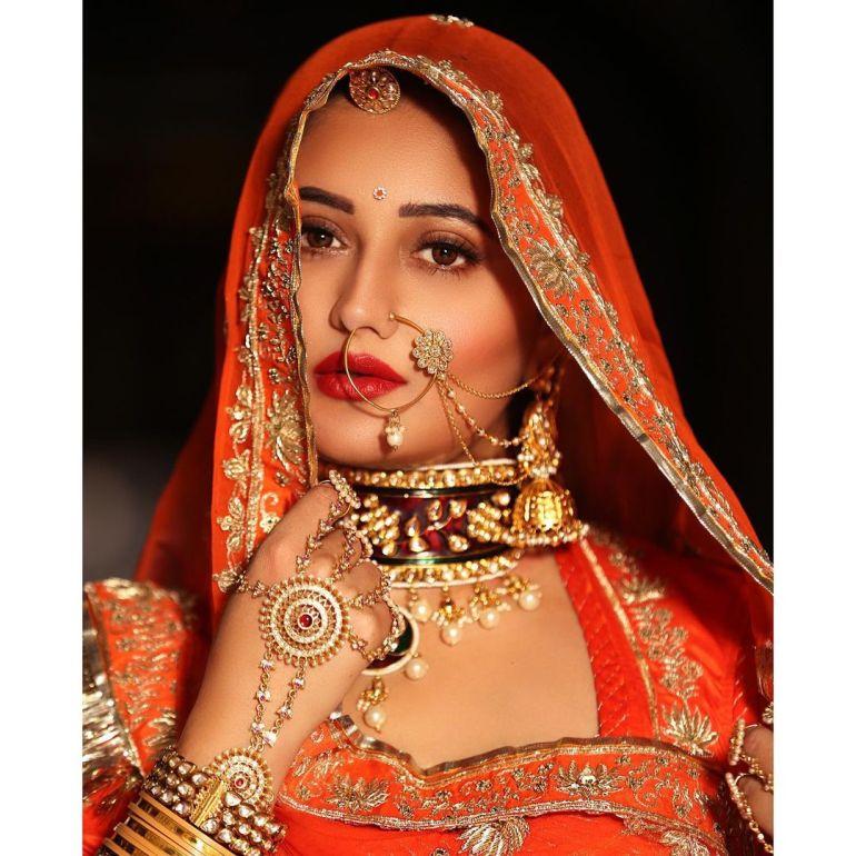 Rashmi Desai Wiki, Age, Biography, Movies, and Beautiful Photos 124