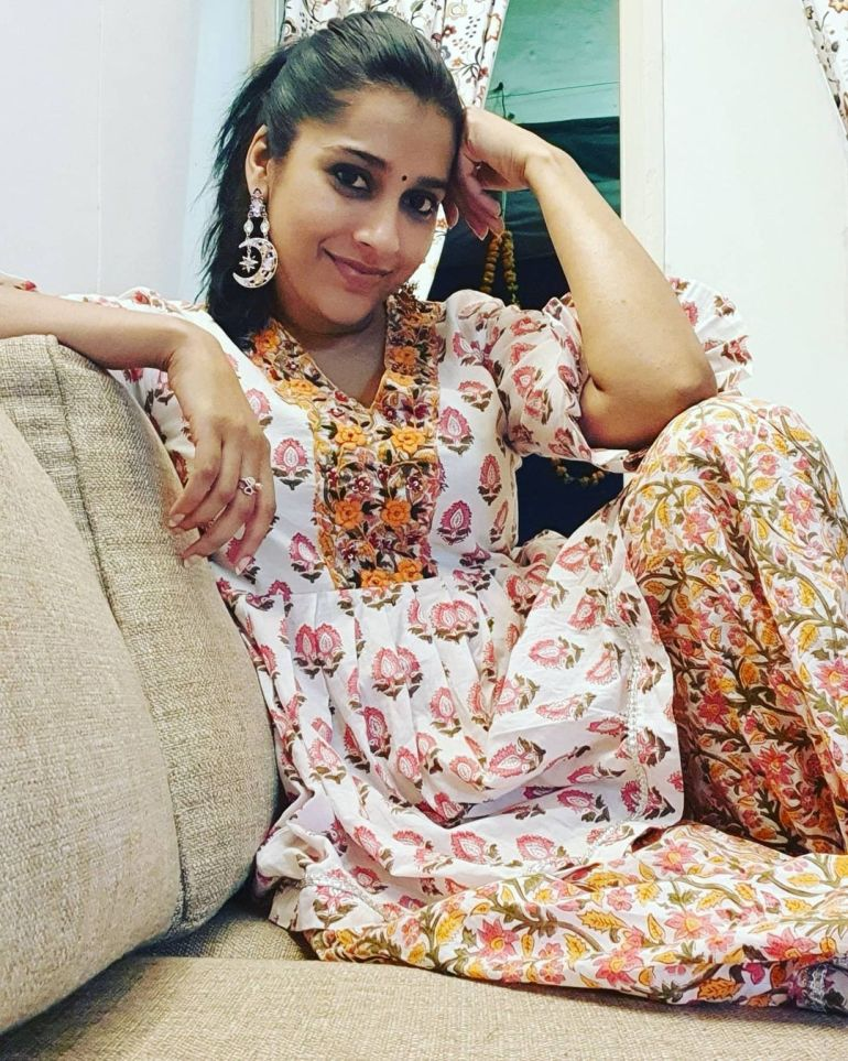 Rashmi Gautam Wiki, Age, Biography, Movies, and Gorgeous Photos 111