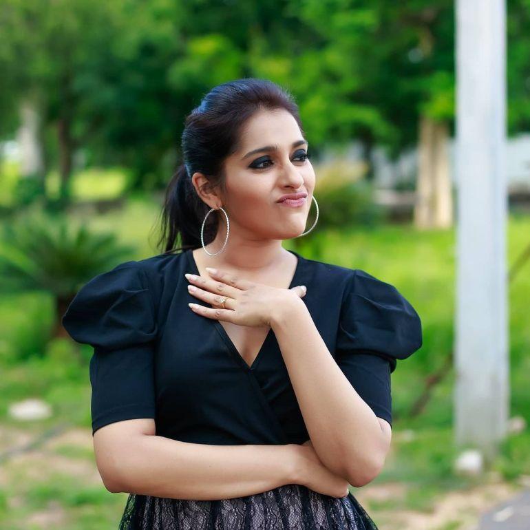 Rashmi Gautam Wiki, Age, Biography, Movies, and Gorgeous Photos 104