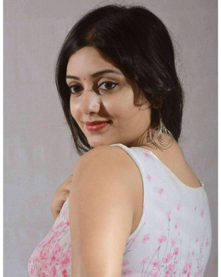 Rupsa Saha Chowdhury Wiki, Age, Biography, Movies, and Glamorous Photos 125