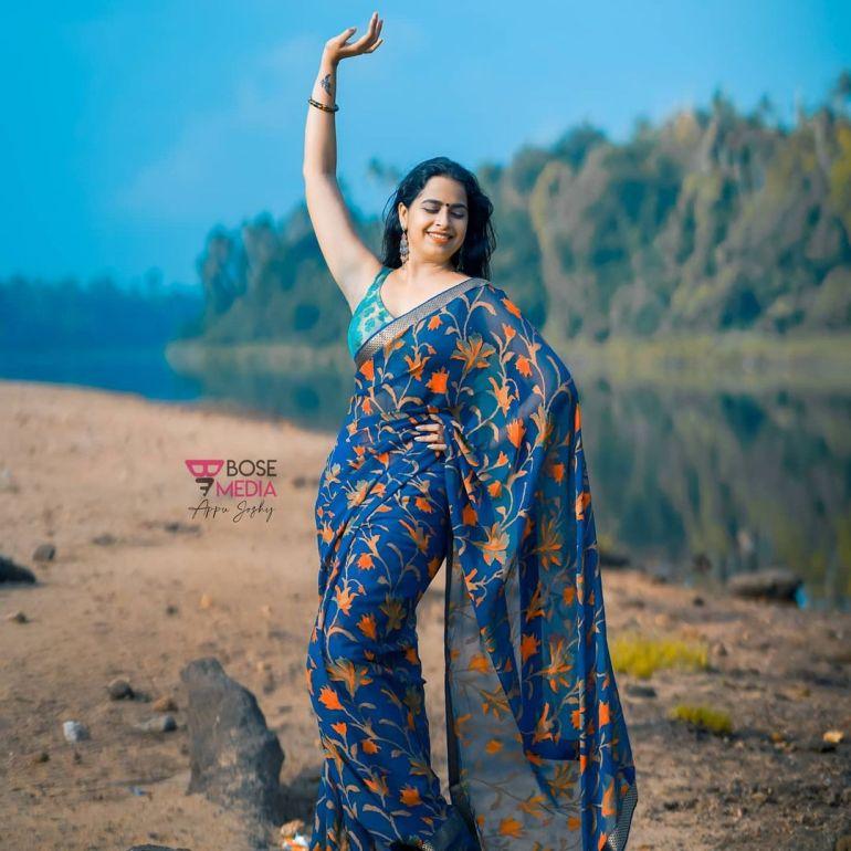 Sadhika Venugopal Wiki, Age, Biography, Movies, and Beautiful Photos 127