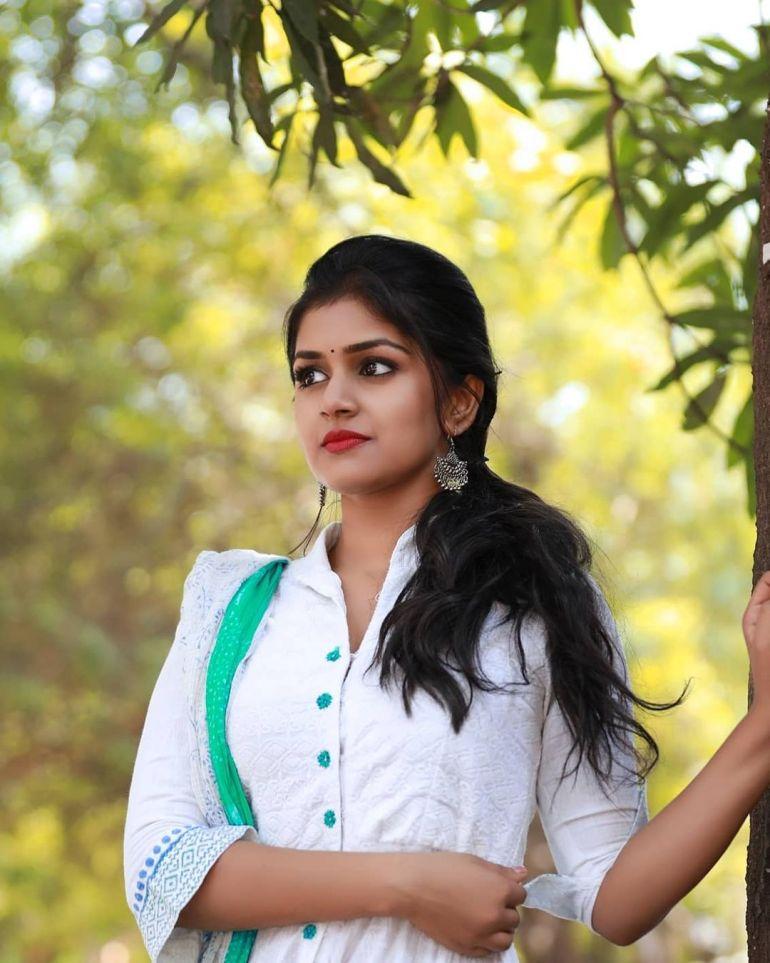 21+ Beautiful Photos of Sanjana Anand 119