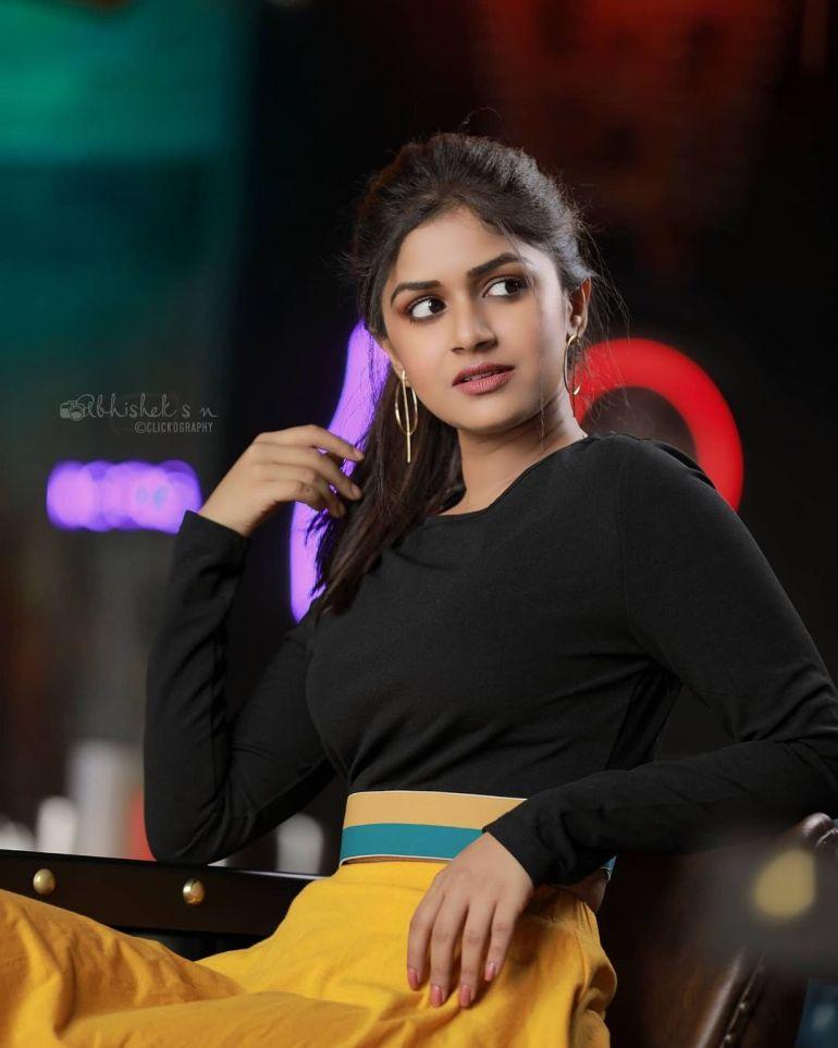 21+ Beautiful Photos of Sanjana Anand 114