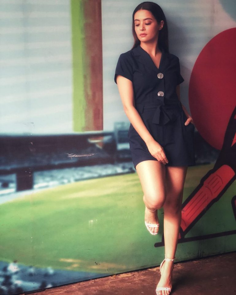 Surveen Chawla Wiki, Age, Biography, Movies, and Stunning Photos 120