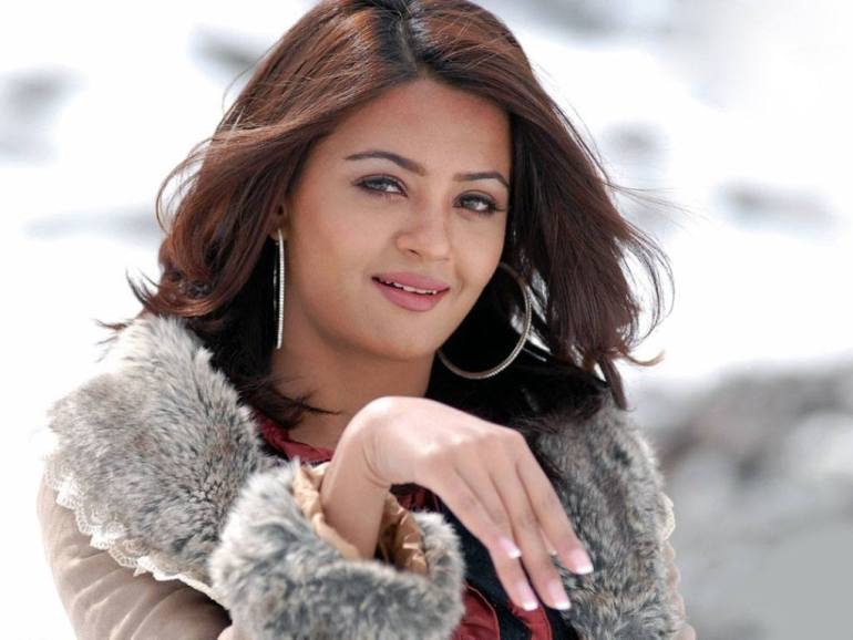 Surveen Chawla Wiki, Age, Biography, Movies, and Stunning Photos 127
