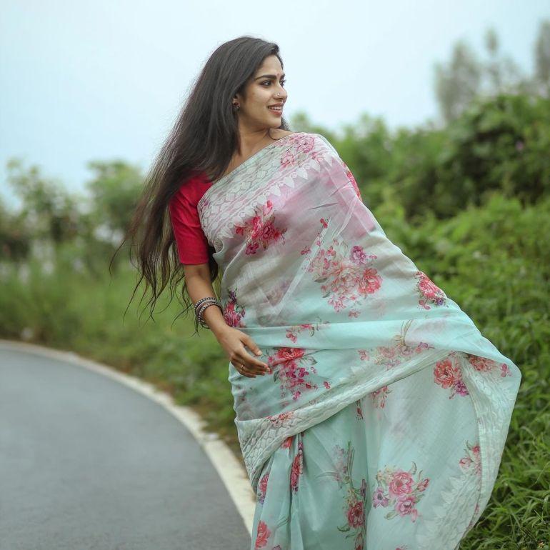 Swasika Vijay Wiki, Age, Biography, Movies, and Stunning Photos 116