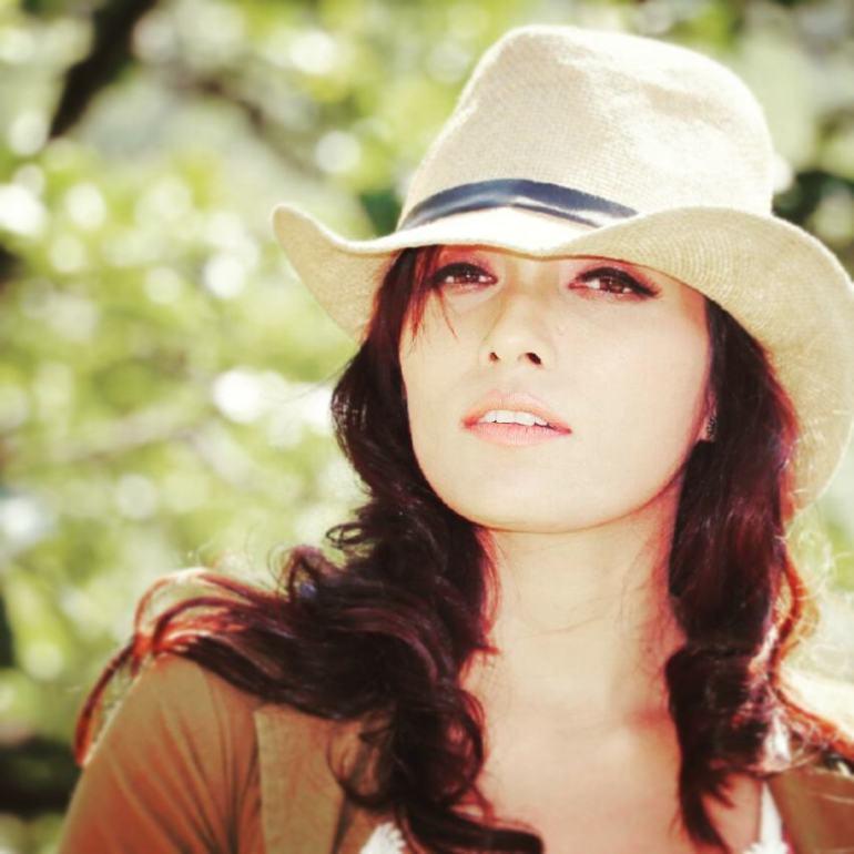 Zoya Rathore Wiki, Age, Bio, Movies, Husband, Height, Web Series, and Beautiful Photos 101