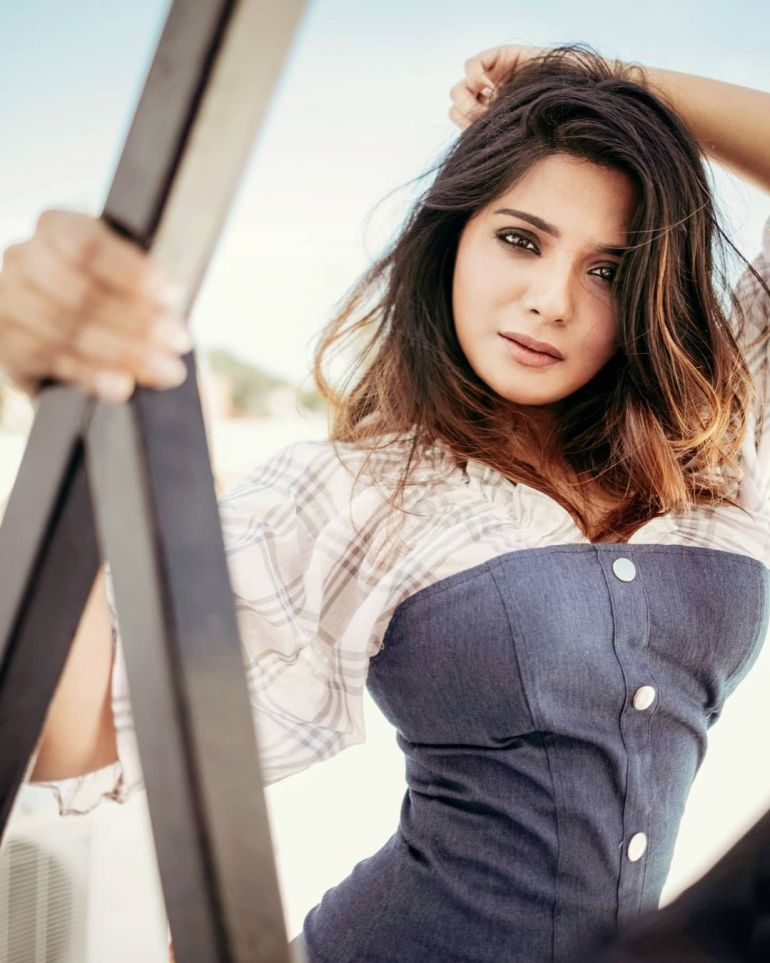 Aathmika Wiki, Age, Biography, Movies, and Stunning Photos 99
