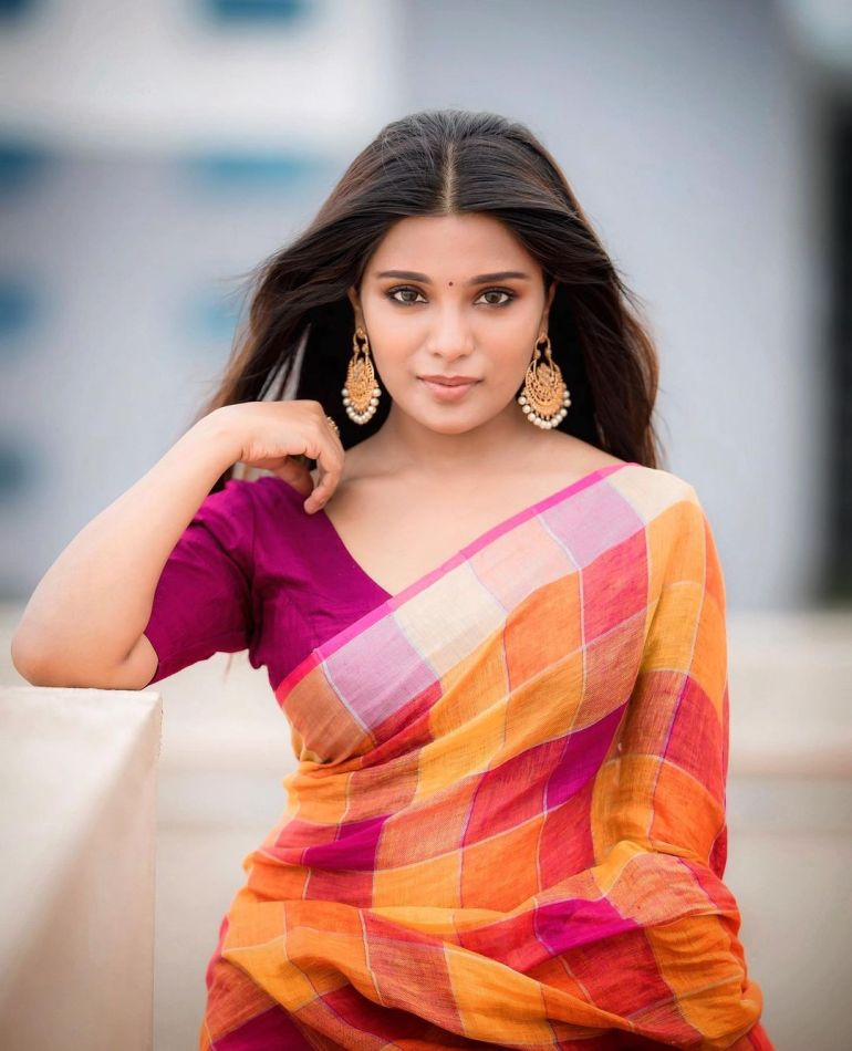 Aathmika Wiki, Age, Biography, Movies, and Stunning Photos 113