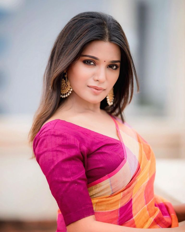 Aathmika Wiki, Age, Biography, Movies, and Stunning Photos 114