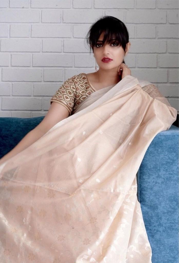 Divya Pillai Wiki, Age, Bio, Movies, Husband, and beautiful Photos 125