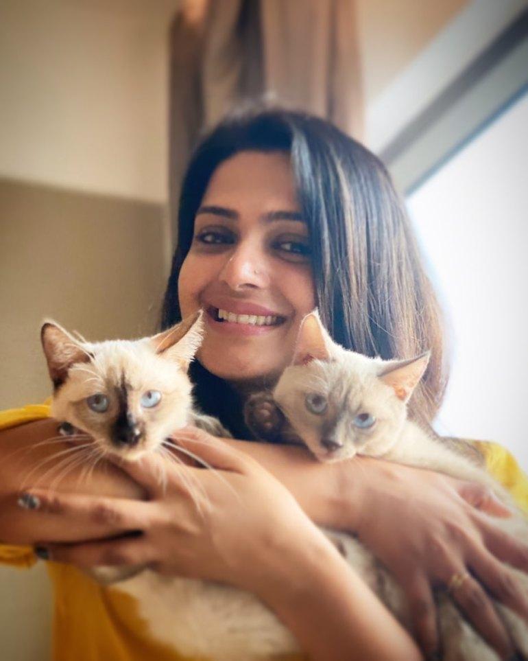 Divya Pillai Wiki, Age, Bio, Movies, Husband, and beautiful Photos 115