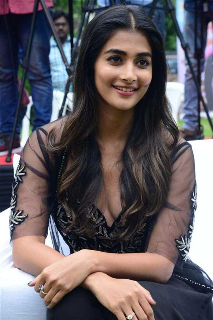 Pooja Hegde Wiki, Age, Biography, Movies, and Beautiful Photos 114