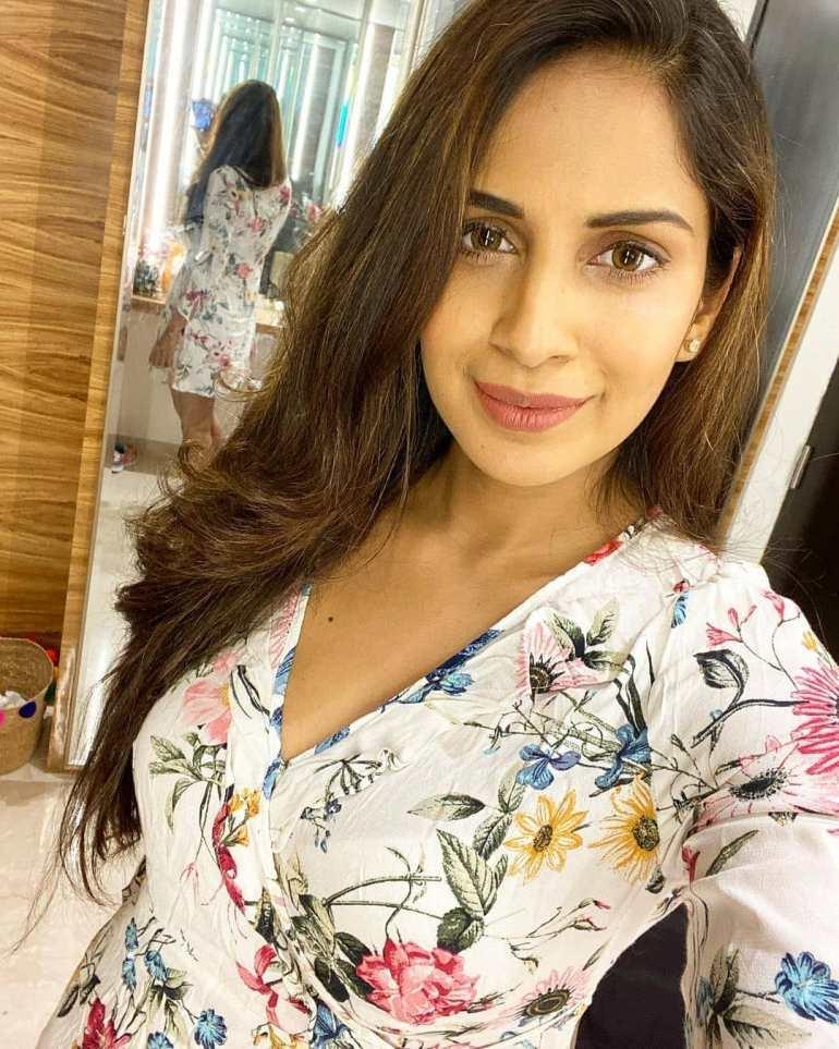 Samyuktha Karthik Wiki, Age, Bio, Movies, Husband, and Beautiful Photos 113