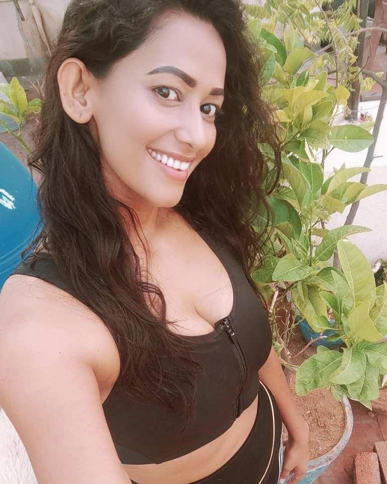 Sanjana Singh Wiki, Age, Biography, Movies, and Beautiful Photos 102