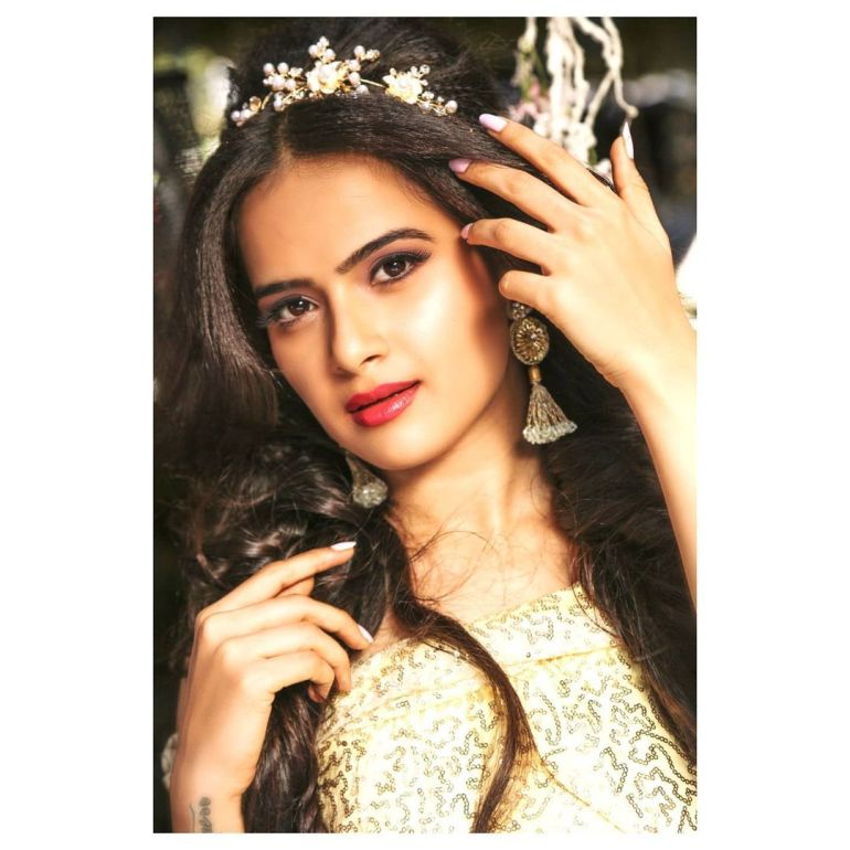 Siri Prahlad Wiki, Age, Biography, Movies, and Gorgeous Photos 115