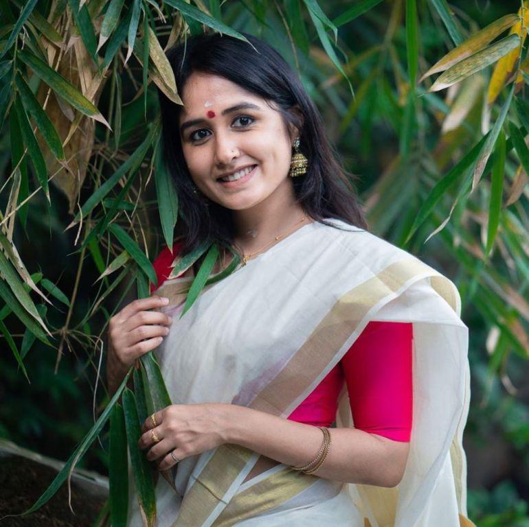 Haritha Parokod Wiki, Age, Biography, Movies, and Beautiful Photos 115