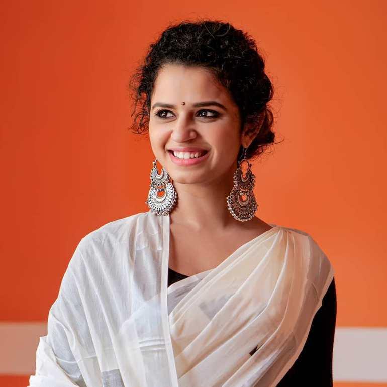 Meenakshi Raveendran Wiki, Age, Biography, Movies, and Beautiful Photos 108