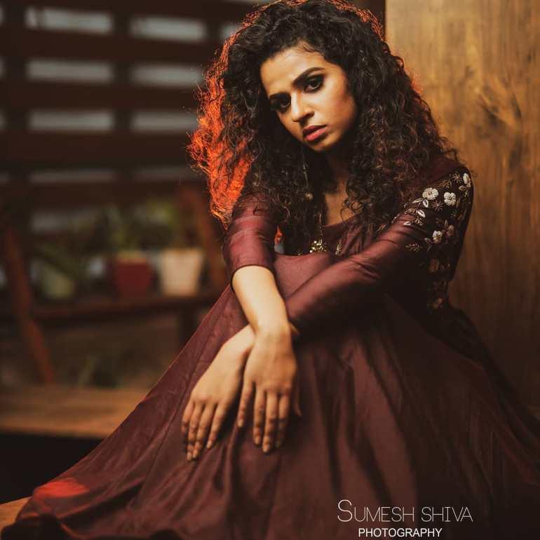 Meenakshi Raveendran Wiki, Age, Biography, Movies, and Beautiful Photos 116