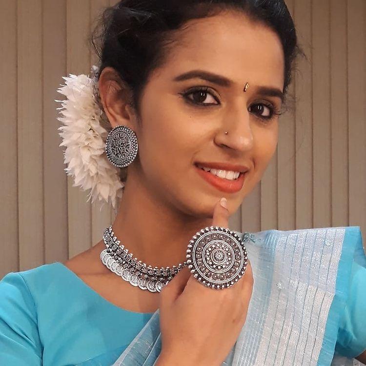 Meenakshi Raveendran Wiki, Age, Biography, Movies, and Beautiful Photos 117