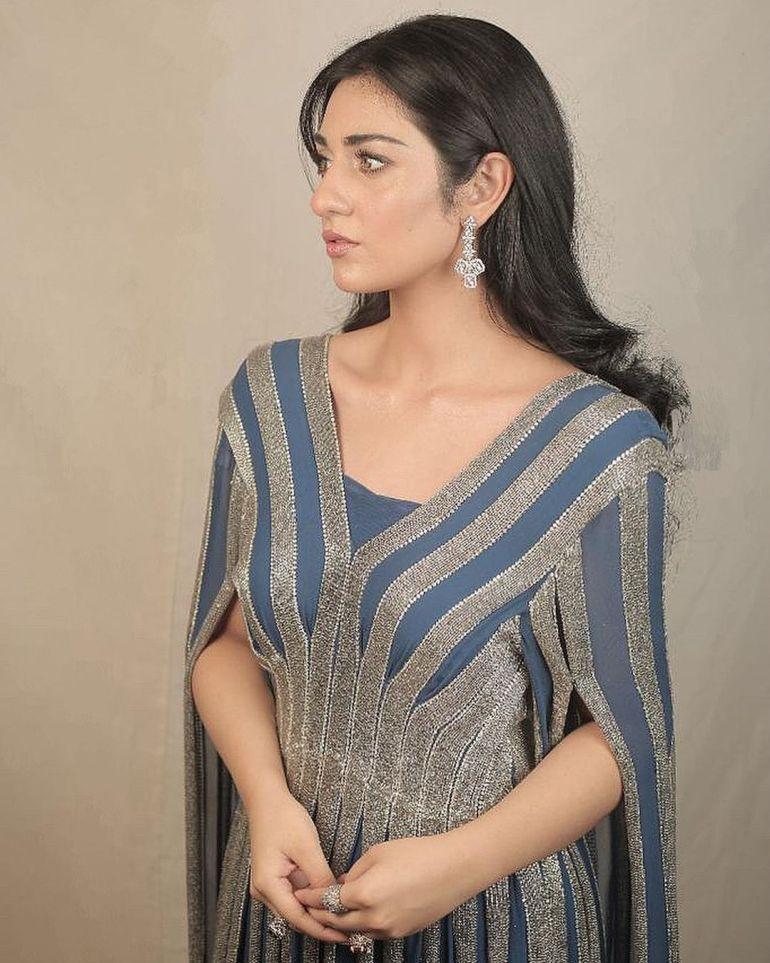 Sarah Khan (Pakistani Actress) Wiki, Age, Biography, Movies, and 21+ Gorgeous Photos 117