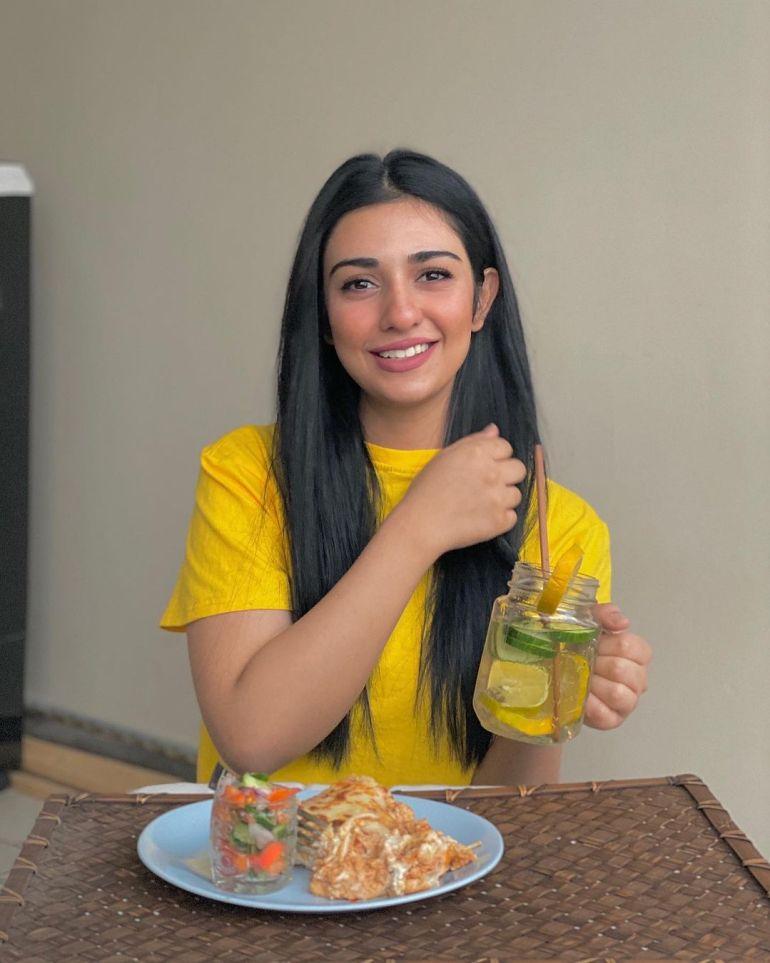 Sarah Khan (Pakistani Actress) Wiki, Age, Biography, Movies, and 21+ Gorgeous Photos 106