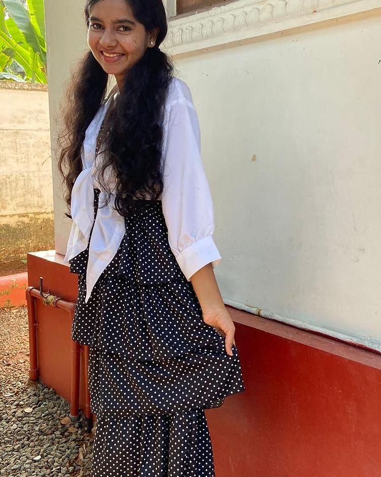 Lakshmi Unnikrishnan (Chakkapazham fame) Wiki, Age, Biography, Movies, and Beautiful Photos 112
