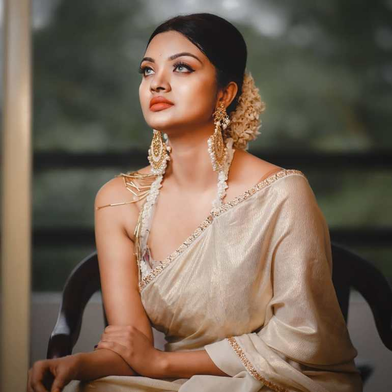Soorya J Menon ( Malayalam Big Boss Contestant) Wiki, Age, Biography, and Beautiful Photos 124