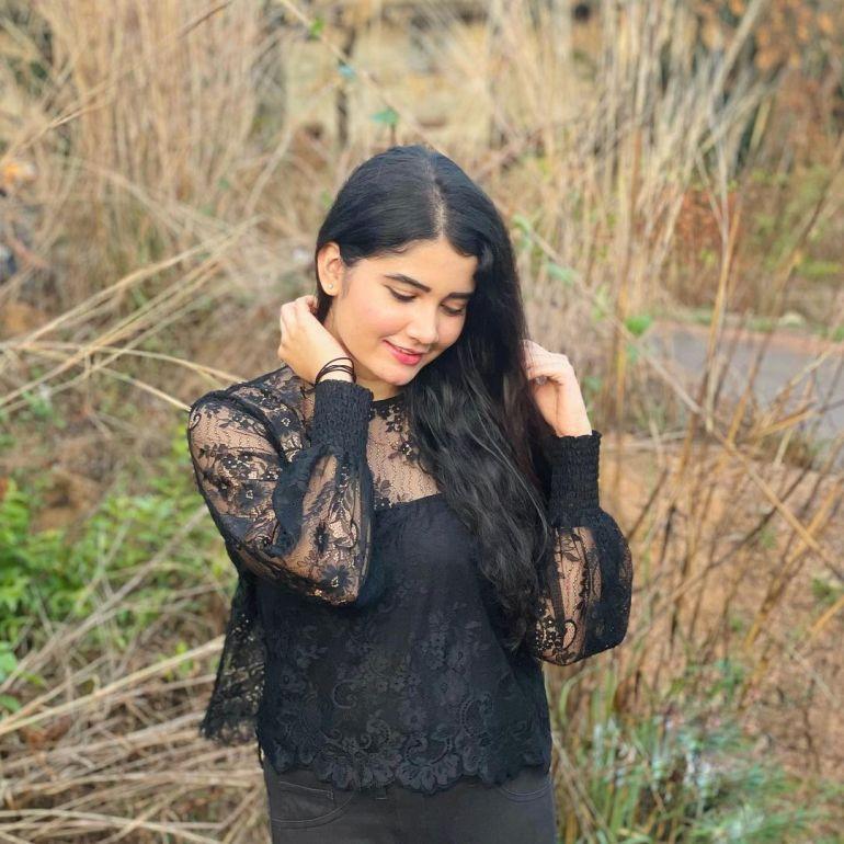 Aiswarya Unni Wiki, Age, Biography, Movies and Beautiful Photos 109