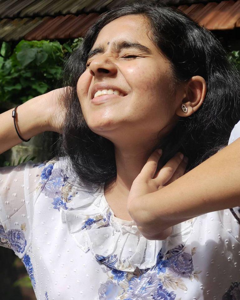 Lakshmi Unnikrishnan (Chakkapazham fame) Wiki, Age, Biography, Movies, and 33+ Beautiful Photos 100