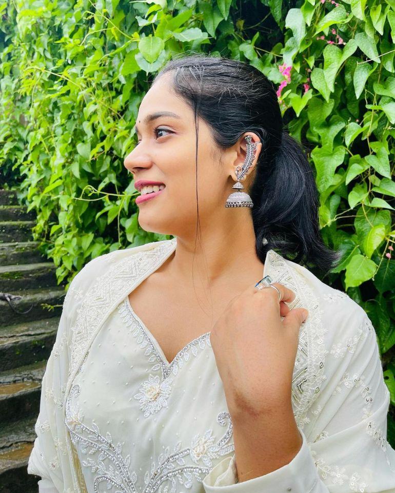 Athira Madhav Wiki, Age, Biography, Net worth, and 21 + Beautiful Photos 106