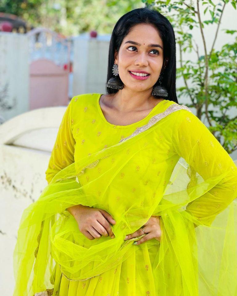 Athira Madhav Wiki, Age, Biography, Net worth, and 21 + Beautiful Photos 109
