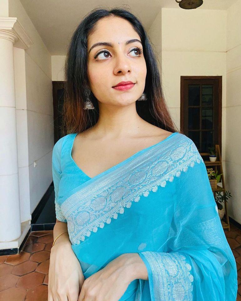 Ishaani Krishna Wiki, Age, Biography, Movies, and 18 + Beautiful Photos 115
