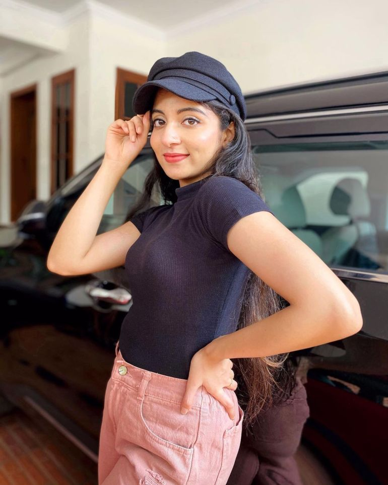 Ishaani Krishna Wiki, Age, Biography, Movies, and 18 + Beautiful Photos 105