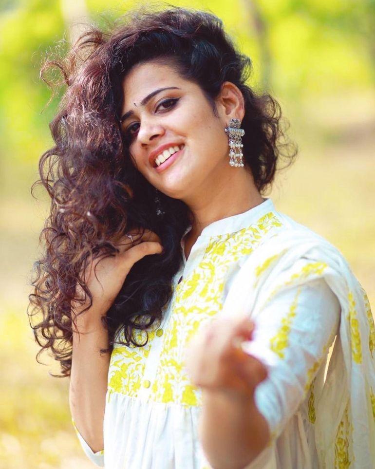 Nayana Variyath Wiki, Age, Biography, Net worth, and 18 + Beautiful Photos 99