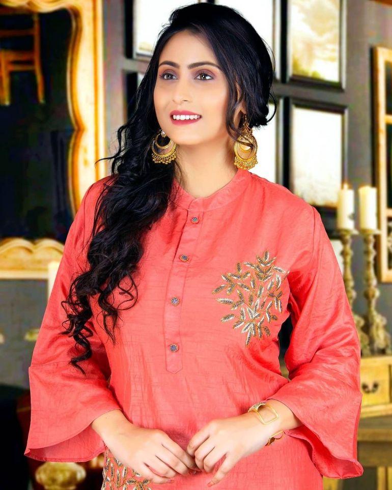 Bengali Model Priya Chakraborty Wiki, Age, Biography, Movies, and 36+ Beautiful Photos 112