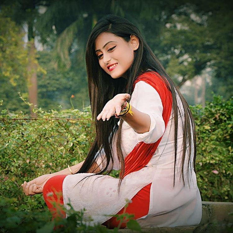 Bengali Model Priya Chakraborty Wiki, Age, Biography, Movies, and 36+ Beautiful Photos 101