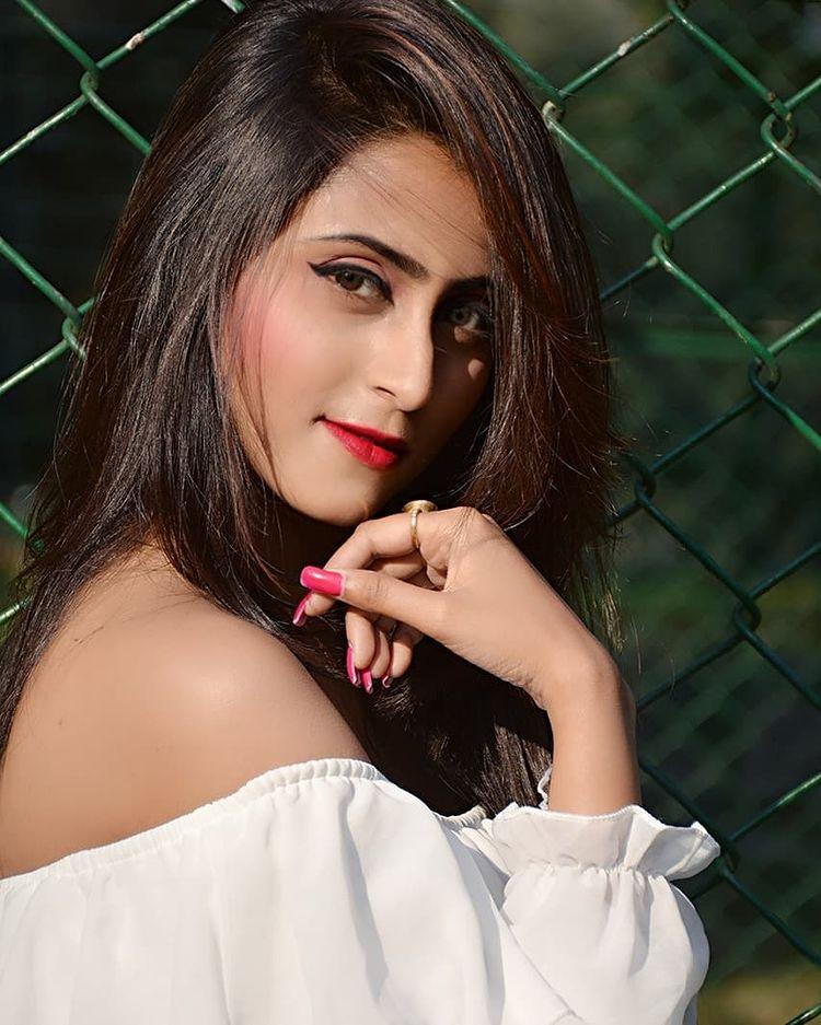 Bengali Model Priya Chakraborty Wiki, Age, Biography, Movies, and 36+ Beautiful Photos 105