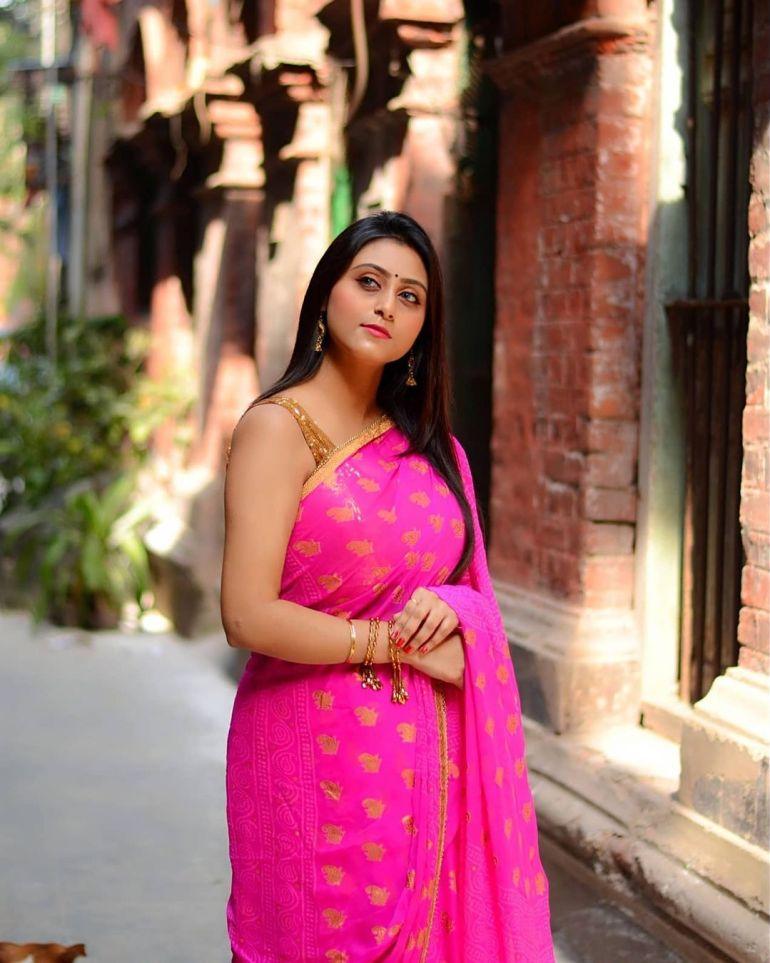 Bengali Model Priya Chakraborty Wiki, Age, Biography, Movies, and 36+ Beautiful Photos 111