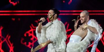 """O artista Conan Osíris (E), com a canção """"Telemóveis"""", vai representar Portugal no Festival Eurovisão 2019, em maio, em Israel, depois deontem à noite ter vencido a final da 53ª edição do Festival da Canção, realizada em Portimão, no Algarve, 03 de março de 2019. PEDRO PINA/RTP/LUSA."""