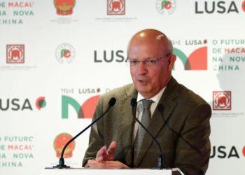 """O ministro dos Negócios Estrangeiros, Augusto Santos Silva, intervém durante a Conferência """"O Futuro de Macau na Nova China"""" em Lisboa, 16 de abril de 2019. ANTÓNIO COTRIM/LUSA"""