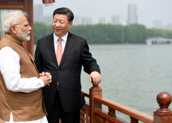 India's Prime Minister Narendra Modi speaks with Chinese President Xi Jinping as they take a boat ride on the East Lake in Wuhan, China, April 28, 2018. India's Press Information Bureau/Handout via REUTERS ATTENTION EDITORS - THIS PICTURE WAS PROVIDED BY A THIRD PARTY. NO RESALES. NO ARCHIVE