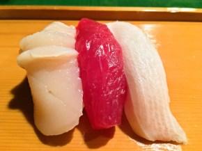 寿司3カンほたて、マグロ、ブリ