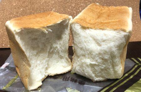 おかめやパン販売所の半分に切った食パン