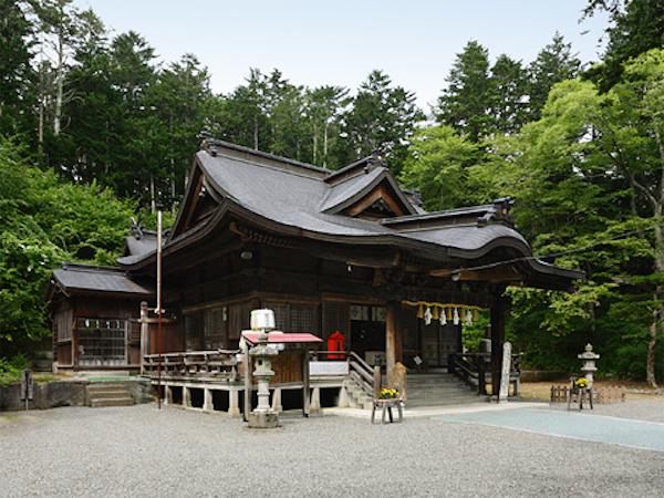 義経神社の拝殿